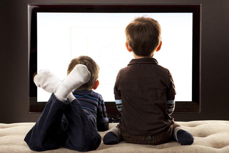 criancas-diante-da-televisao.jpg